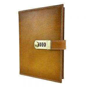 Kožený zápisník XXL s číselným zámkom v žltej farbe, ručne tieňovaný